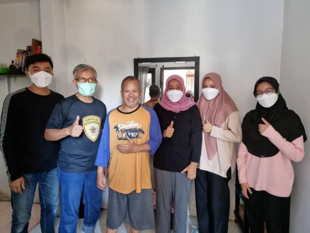 Kenangan ketika penulis dan keluarga dari Depok, Jawa Barat, bersilaturahim menjenguk Mas Nurul Lutfi Nachrowi di Kota Batu, Jawa Timur, 7 September 2021 lalu. (Foto: Dokumen) tugu jatim