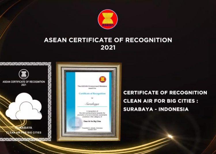 Kota Surabaya meraih penghargaan ASEAN Environtmentally Sustainable City (ESC) kategori Udara Terbersih Kota Besar. (Foto: Dokumen/Tugu Jatim)