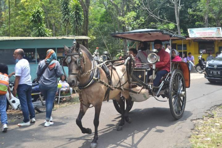 Berbagai penunjang wisata baru mulai muncul di kawasan Songgoriti, mulai transportasi tradisional seperti Dokar, Odong-Odong hingga Pasar Tradisional. (Foto: Dokumen/ATF) tugu jatim