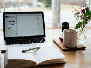 konten cerita buku laptop