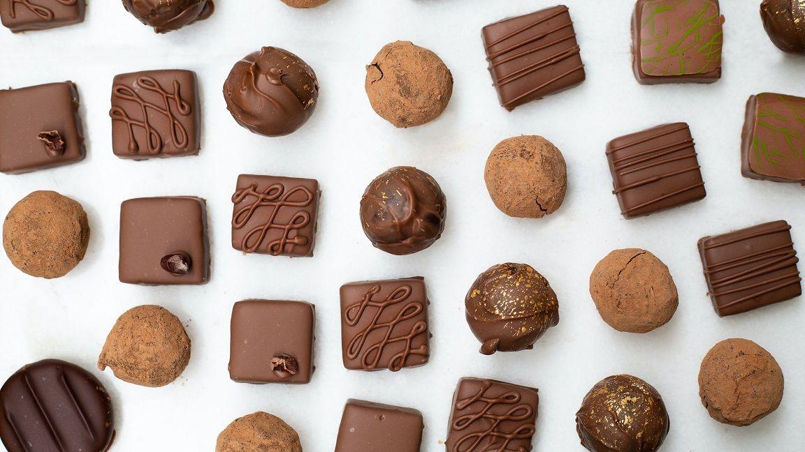Ilustrasi makanan terbuat dari cokelat. (Foto: Unsplash)